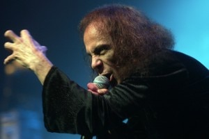 Dio durante show do Heaven and Hell no Credicard Hall, em maio de 2009 (FOTO JOSE PATRICIO/AE)