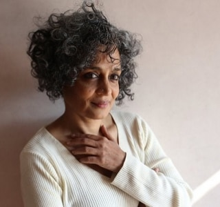 Arundhati Roy, Ali Smith e Paul Auster são finalistas do Man Booker Prize