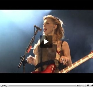Courtney Love rouba cena no New Stage