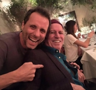 Tony Bellotto posta foto com Keith Richards em restaurante de SP