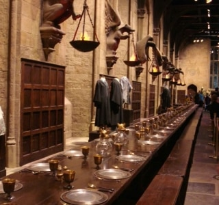 Local do set do Salão Principal de Hogwarts, dos filmes de Harry Potter, pega fogo na Inglaterra