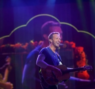 Coldplay surpreende e lança a nova música 'Hypnotised'