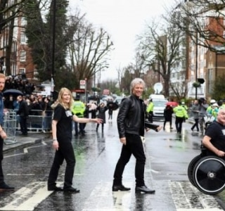 Príncipe Harry e Bon Jovi recriam clássica capa do disco 'Abbey Road', dos Beatles