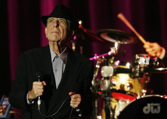 Canadian singer-songwriter Leonard Cohen performs at the 42nd Montreux Jazz Festival July 8, 2008. REUTERS/Denis Balibouse (SWITZERLAND)