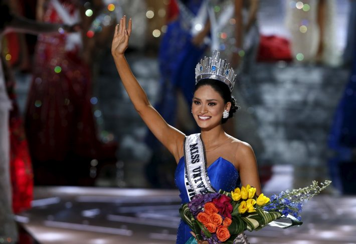 Miss Philippines Pia Alonzo Wurtzbach waves after winning the 2015 Miss Universe Pageant in Las Vegas, Nevada, December 20, 2015. Miss Colombia was originally announced as the winner but the host Steve Harvey made a mistake, show officials said. REUTERS/Steve Marcus TPX IMAGES OF THE DAY ATTENTION EDITORS - FOR EDITORIAL USE ONLY. NOT FOR SALE FOR MARKETING OR ADVERTISING CAMPAIGNS