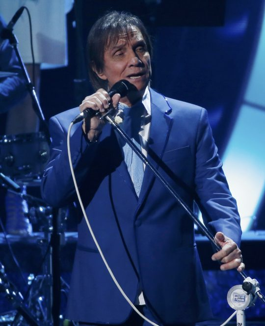 Latin Recording Academy Person of the Year Roberto Carlos performs a medley during the 2015 Latin Grammy Awards in Las Vegas, Nevada November 19, 2015. REUTERS/Mario Anzuoni