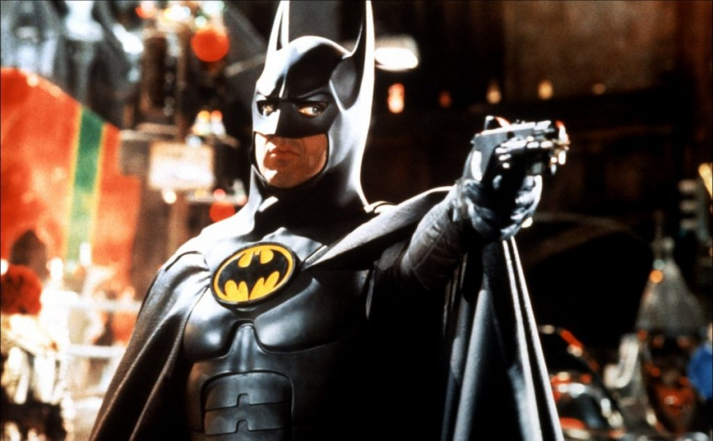 Michael Keaton com o uniforme de Batman