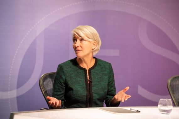 Emma Thompson, na série 'Years and Years' (foto HBO)