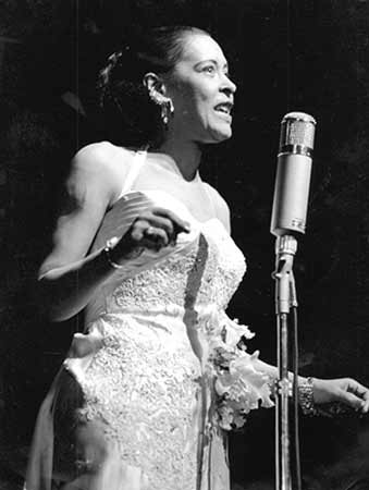 Billie Holiday, a voz mais sofrida do jazz.
