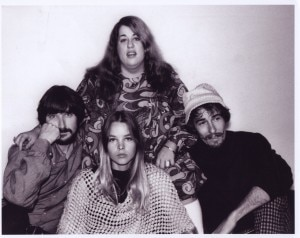 The Mamas & The Papas: Danny, Michelle, John e Cass (no alto).