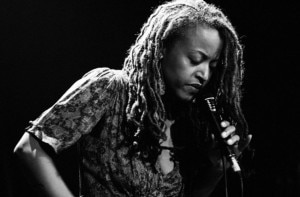 Cassandra Wilson: tributo no Apollo Theater no dia 7 de abril.