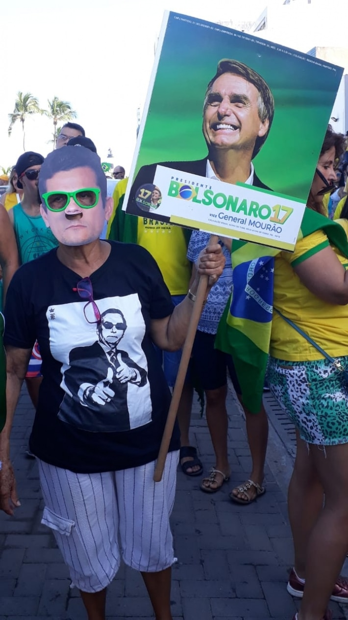 https://cultura.estadao.com.br/blogs/stratosferico/wp-content/uploads/sites/336/2019/05/Manifestante-baiana.jpeg